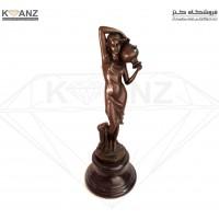 مجسمه برنز زن کوزه به دوش